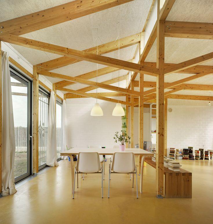 Salón con suelo de linóleo / salón casa sostenible /  / 10 casas hechas para disfrutar del invierno #hogarhabitissimo