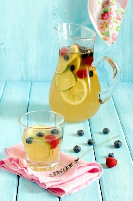 Lemonade with lavender and berries recipe