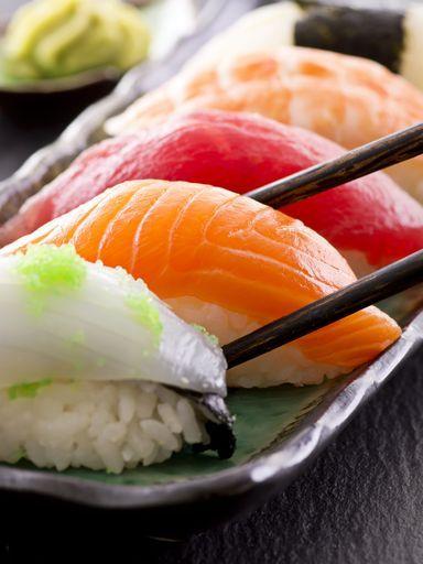 Sushi rouget, maquereau, thon, saumon