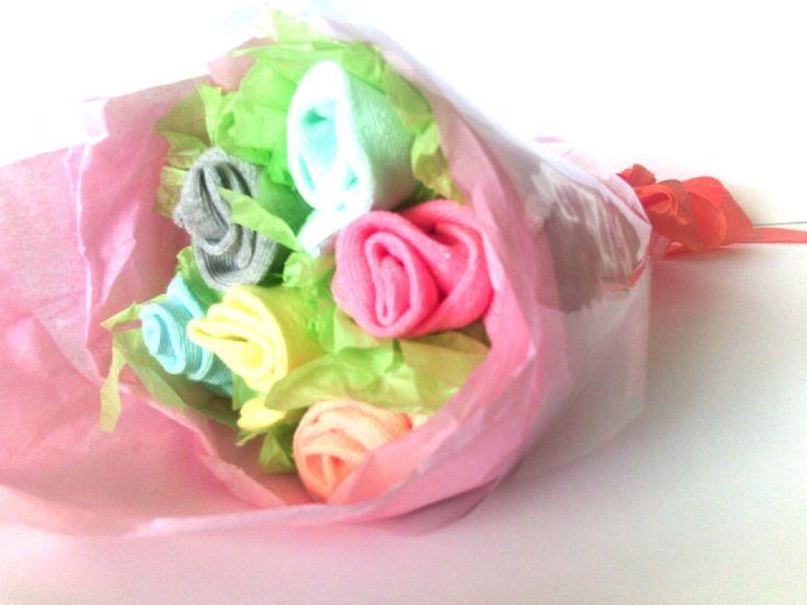 cadeau de naissance original babyshower bouquet de fleurs chaussettes fille chaussettes. Black Bedroom Furniture Sets. Home Design Ideas