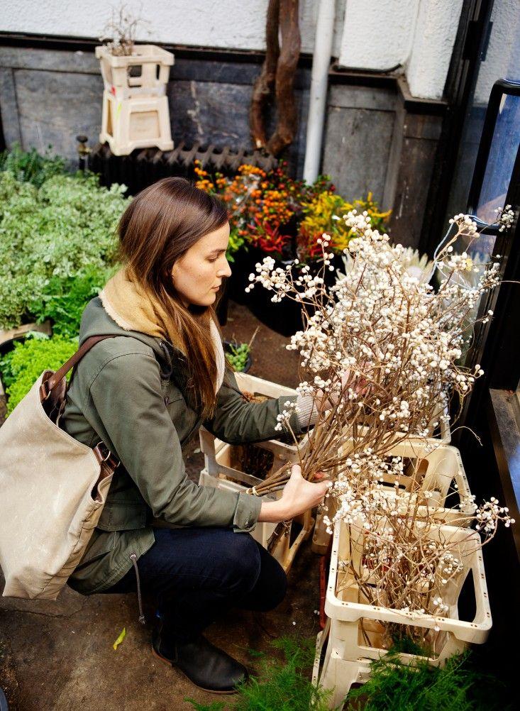 How to Navigate the New York City Flower Market on 28th Street   Gardenista