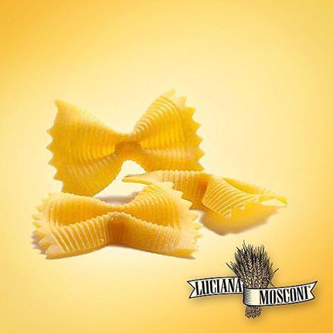 """Estate tempo di #pasta fredda. Cosa ne dite delle #Farfalle #LucianaMosconi, dall'inimitabile sfoglia porosa e rigata? """"Volano"""" dalla pentola al piatto con appetitosa leggerezza."""