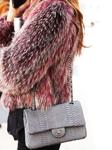 Ajoutez de la folie dans votre vie avec le Timeless de Chanel disponible sur Leasy Luxe. // www.leasyluxe.com #python #classic #leasyluxe