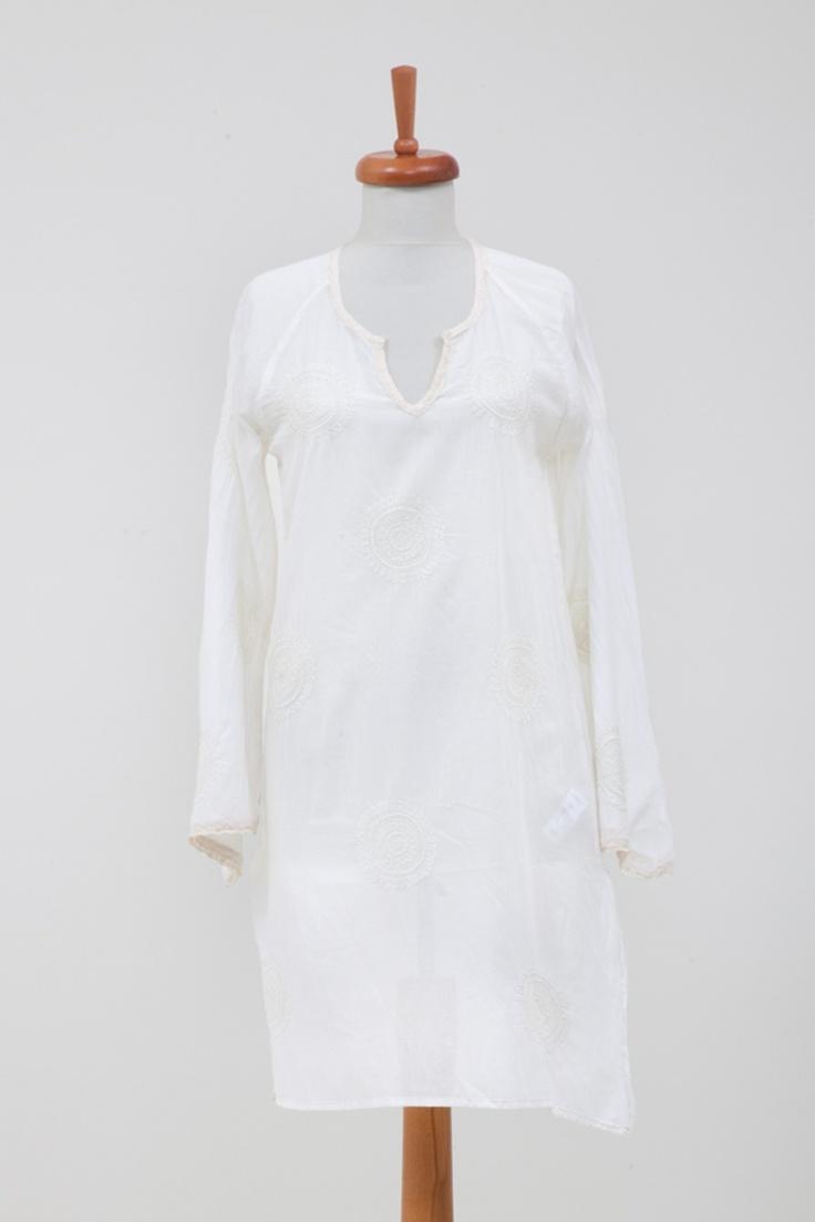 Nany Elbise - 84.00 TL  Üzeri komple nakışlı, %100 koton vualden bu elbiseyle plajda çok rahat edeceksiniz. // Moda ZiGi
