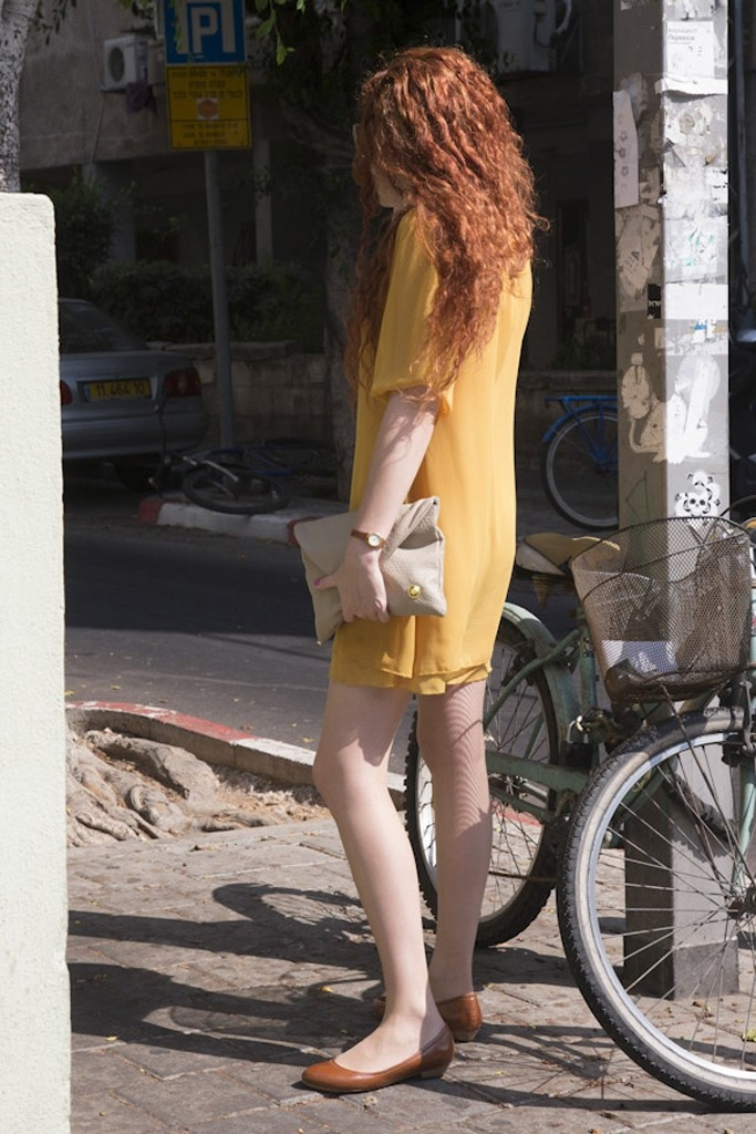 On Tel Aviv's stylish Shenkin Street.  [Photo by Kristin Burns]Aviv Stylish, Telaviv, Street Style, Aviv Signals, Shenkin Street, Stylish Shenkin, Fashion Fashion, Tel Aviv