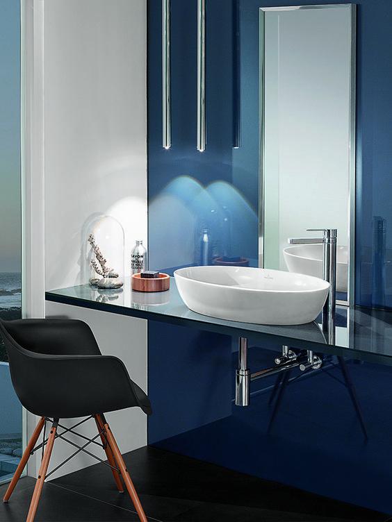 Villeroy & Boch Artis: Setzen Sie Ihrem Waschplatz das i-Tüpfelchen auf – mit dem Villeroy & Boch Artis Aufsatzwaschtisch. Das moderne, oval geformte Becken überzeugt durch eine hochwertige Sanitärkeramik und eine clevere Funktionalität. Durch die Kombinationsmöglichkeiten mit einer Wandarmatur oder Armatur mit erhöhtem Standfuß können Sie dem Aufsatzwaschbecken zudem eine spezielle Nuance verleihen: Auf diese Weise wird das Becken zum Hingucker im Bad. Erleben Sie es selbst! #reuterde…