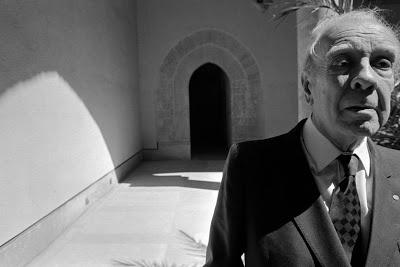 "Jorge Luis Borges en Palazzo Steri. Palermo 1984, por Ferdinando Scianna (Magnum)  -  Read ""Juan, I, 14"": http://patriciadamiano.blogspot.com/2012/11/jorge-luis-borges-juan-i-14.html#ixzz2Cb0Hq2xV"