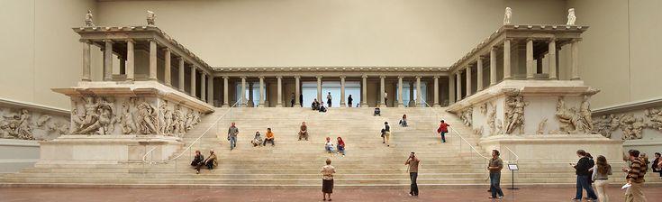 Altare di Pergamo - uno degli edifici più famosi e uno dei capolavori dell'arte ellenistica. Fu fatto edificare da Eumene II in onore di Zeus Sóter e Atena Nikephòros per celebrare la vittoria sui Galati. La parte anteriore dell'altare è al Pergamon Museum di Berlino. L'opera celebrava la vittoria di Pergamo sui Galati, nel 166 a.C. sotto il regno appunto di Eumene II. L'altare fu quasi totalmente completato, nonostante il re Prusia II di Bitinia, intorno al 156 a.C., attaccasse la città.