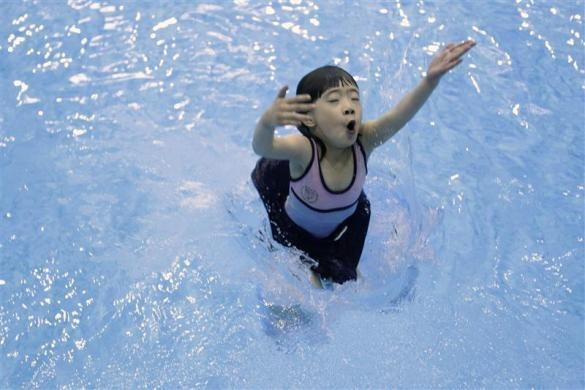 A 5-year-old girl practices during a diving training session at a training center in Beijing July 27, 2011.  REUTERS/Jason Lee