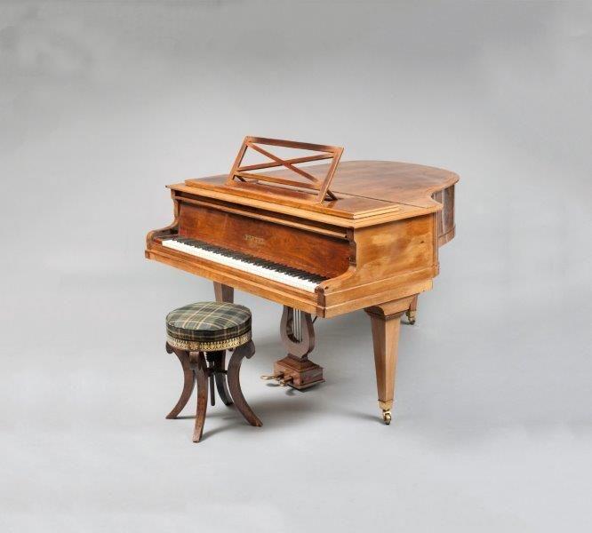 Piano d'Yves Montand  Piano demi-queue Pleyel, en placage de palissandre,  cadre métallique, numéro 184897, 1928, avec son  tabouret   - Digard Auction - 26/06/2017
