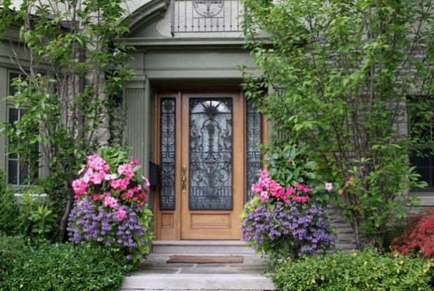 From the doorknocker to the address plaque and mailbox, here are eight fine details to help you create a stylish and welcoming entryway.