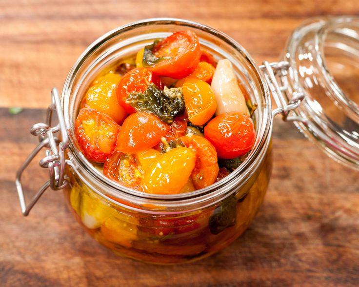 Vitlöksrostade tomater med örter | Recept från Köket.se