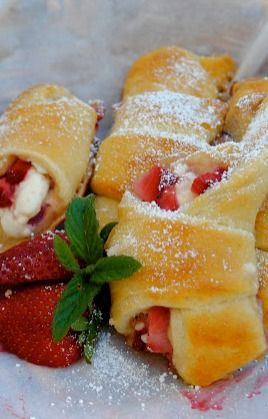 Strawberry Cream Cheese Crescent Rolls