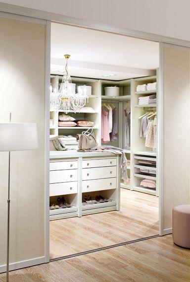 Begehbare Kleiderschränke - Anbieter und Systeme: Fürstlich ankleiden mit…