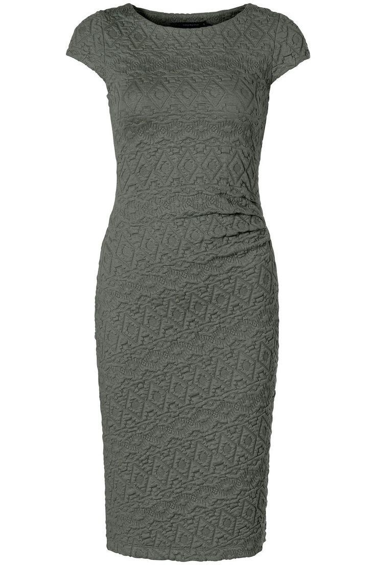 Een penicil dress laat jouw vrouwelijke vormen goed uitkomen. Hij is elegant en sexy. De perfecte jurk voor een date! Klik op de afbeelding voor het verkoopadressen