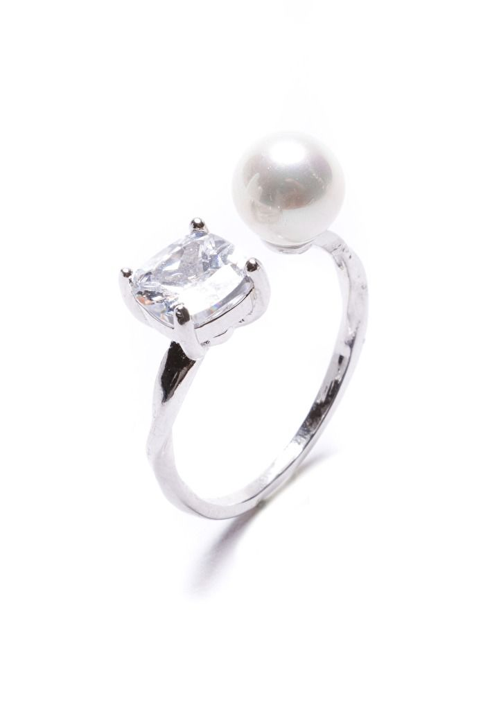 Glint of Glamour Pearl and Rhinestone Ring in Silver #silver #ring #fashionista -  15,90 € @happinessboutique.com