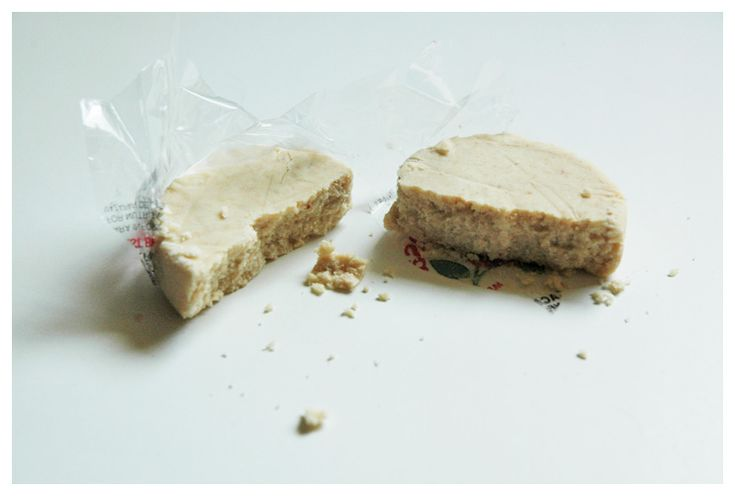 A blogger loves the Mazapan De la Rosa because she's a vegan and the calories are low, not bad :)