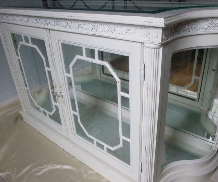 Unique Glasvitrine Vintage alte englische Glasvitrine aufgearbeitet in cremewei mit Glasscheiben obere ist glasklar und am R ndern geschliefen