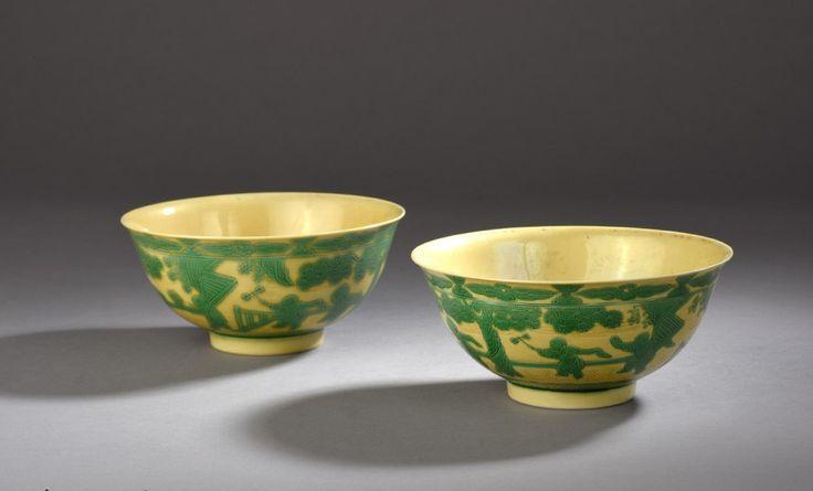 Chine, époque Yongzheng (1723-1735). Paire de bols en porcelaine émaillée vert sur fond jaune, diam. 14,9 et 15 cm. Adjugé : 50 000 € Jeudi 10 novembre, salle 2 - Drouot-Richelieu. Daguerre OVV. M. Delalande.