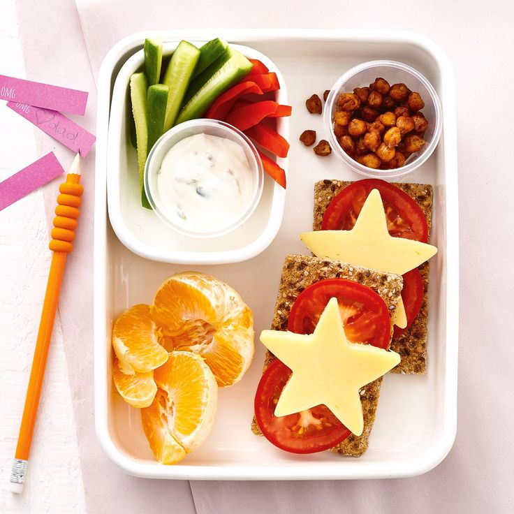 How to pack the perfect lunchbox for your kids - Cheese Ryvitas + Snacks #Cheese #Ryvitas #Snack #Lunch #Lunchobx #LunchboxIdeas #KidsLunch #FreshFoodKids