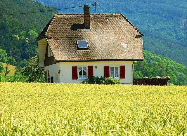 Typisches Bauernhaus im Schwarzwald, Deutschland – Reise um die Welt – #Bauer ……   – Reise