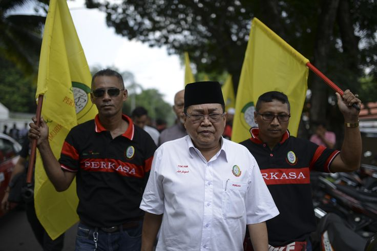 PAS, Perkasa bantah hukuman mati Morsi di kedutaan Mesir - http://malaysianreview.com/124542/pas-perkasa-bantah-hukuman-mati-morsi-di-kedutaan-mesir/