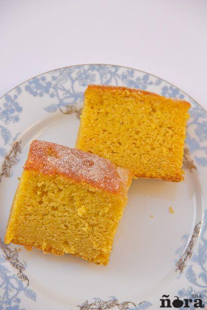 Hace una semana os proponíamos unas tortas de calabaza muy ricas y hoy para los que quieran elaborar algo rápido y muy jugoso traemos este bizcocho de calabaza con el que triunfaréis en casa con to…