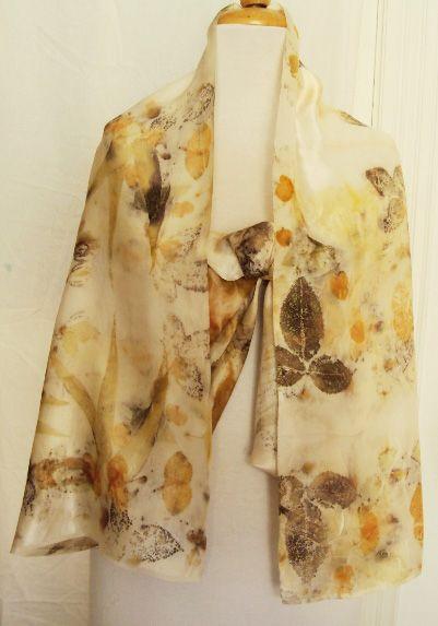 Tessuto in seta operata con stampa di varie foglie di eucalipto e di rosa made by Stefania Pellarini