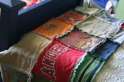 Cinnaberry Suite: Earth Day ( Never too late! )  T-shirt quilt!!  Now I just have to learn to quilt! ;p: Quilts Projects For Kids, Charli Tshirt, Tshirt Quilts, Crafts Ideas, Quilts I, T Shirts Quilts, Team Shirts, Baseball Jersey, Diy Projects