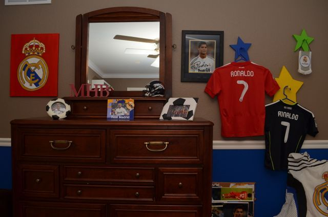 Real Madrid decorations- Creating a Real Madrid Soccer Fan Bedrooom by:http://ilivefutbol.com/ #soccer #decorating