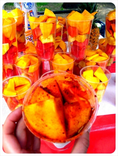 Fruta con chile (mango, sandía, naranja, piña)  Fruit with chili powder (mango, watermelon, orange and pineapple)