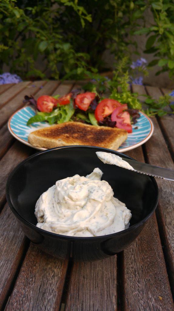 Vegandelfia de ajo y finas hierbas - Esta receta es muy fácil de hacer, muy económica, llena de proteína, sabrosa y apañada.