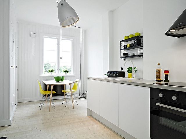 simple: Decor Ideas, Scandinavian Interiors, Color, String Pockets, Interiors Design, Home Decor, Yellow Chairs, Black, White Kitchens