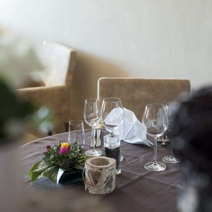 Modern eingerichtet ist unser mittlerer Speisesaal! la sala in mezzo e in stile moderno! the Dinningroom in the middle is modern furnished!