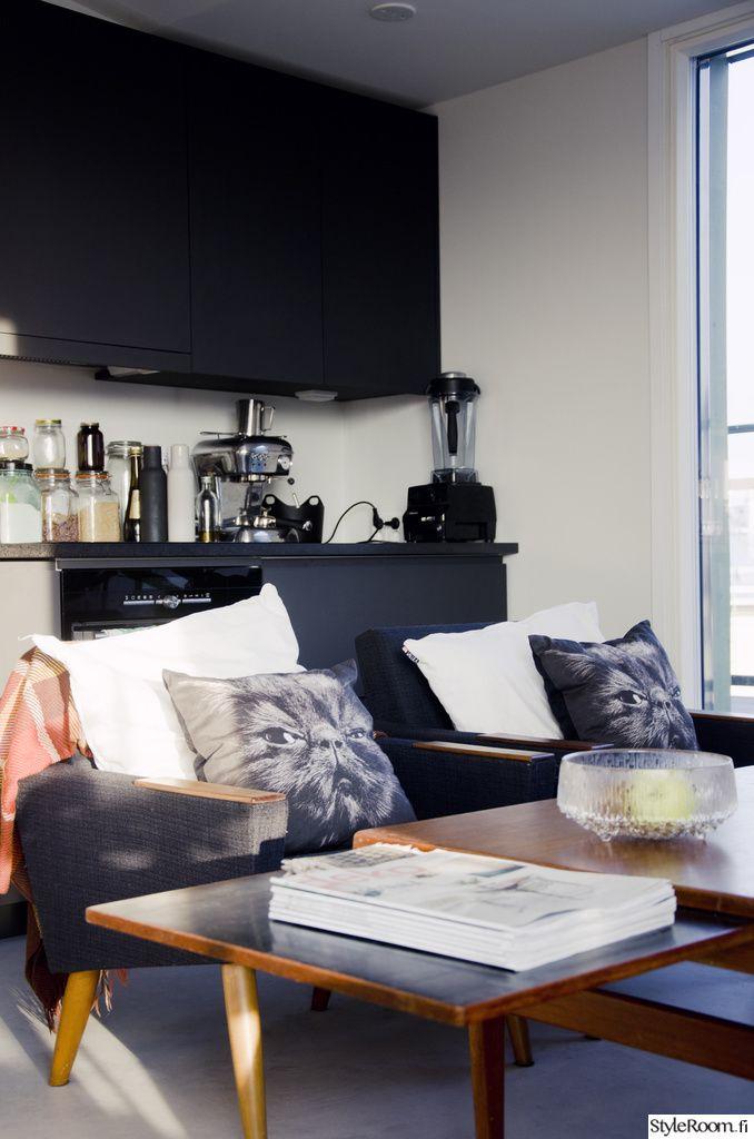"""Käyttäjän """"eetuelmerisihvonen"""" kodissa huoneita ei ole pidetty tiukasti erillään. Kokkailun lomassa voi vaikka istahtaa lepäilemään. :) #styleroom #inspiroivakoti #keittio"""