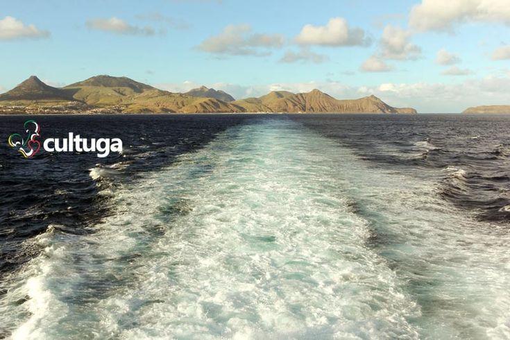 Ilha do Porto Santo vista a partir do oceano atlântico, a bordo do navio Lobo Marinho