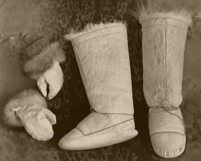 Kamiit And Aaqqatit Seal Skin Boots And Mittens Desert