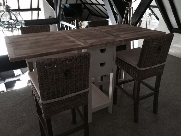 Copie Wooster Street Bar Table. Material: 100% used scaffold wood. Made by E.O.S. - Heino