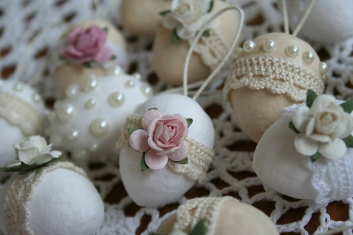 Shabby Chic Easter Eggs. (Try using plastic eggs painting them country speckled)