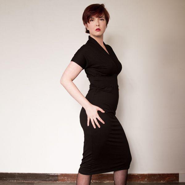 dress Doranne in black viscose jersey...super for curvy girls