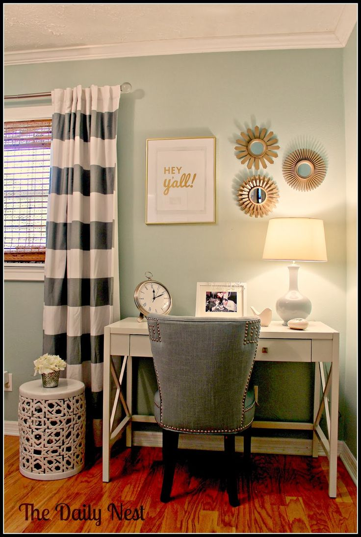 The Daily Nest/www.thedailynest.com Palladian Blue guest room: