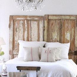 Une tête de lit avec des portes, malade !