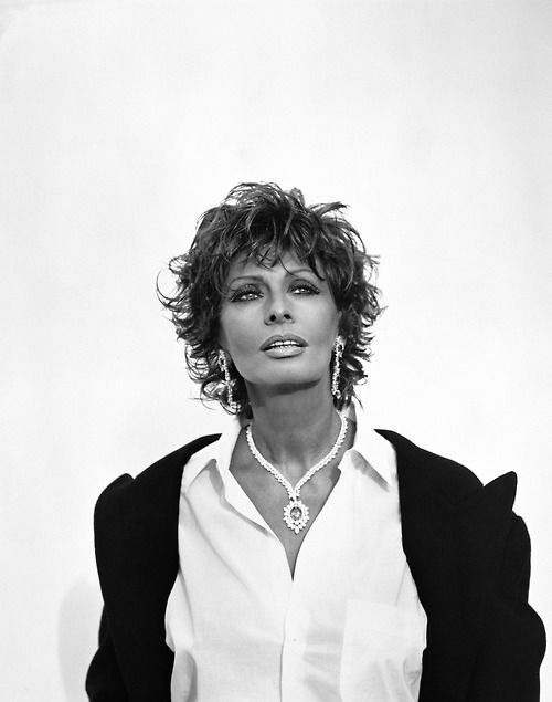 The beautiful Sophia Loren..love everything in this picture