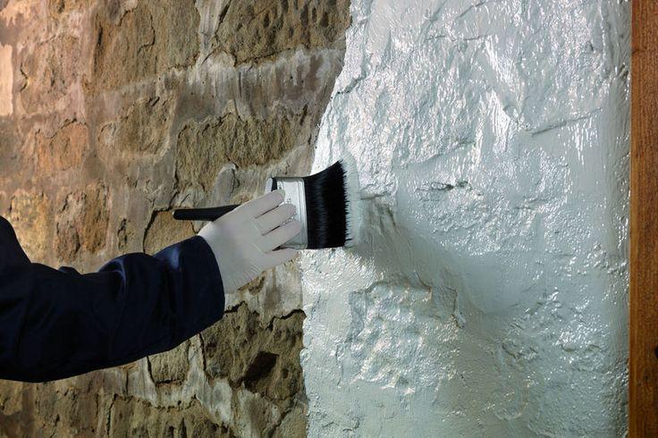 Opstijgend vocht, het is een probleem waar veel huizen mee kampen, en dan vooral ruimtes als de kelder of garage, of buiten aan de aanzet van de muren.
