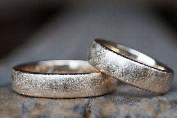 Diese wunderschönen schlichten Ringe können in 750/-, 585/- oder 333/- Rosegol…