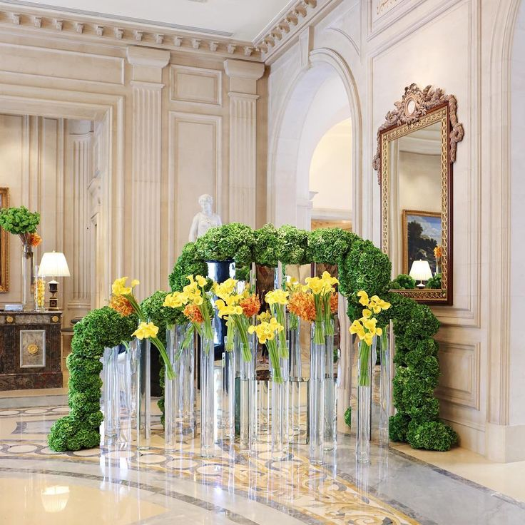 The amazing @ jeffleatham has turnt @fsparis' lobby into a bright and colorful garden ! Double tap is you like it, tag a friend is you love it !  #jeffleatham #fsparis #georgeV #sharelove #luxury #palace #flowers #canonphoto
