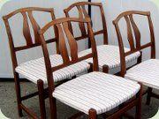 Denna stol påstås ibland vara formgiven av Carl Malmsten och heta Vidar. I skälva verket är den formgiven av sonen Vidar Malmsten i slutet av 60-talet.