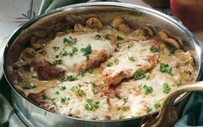 Koteletter med champignoner og ost Koteletter i fad på en anden måde med champignon, løg og ost.