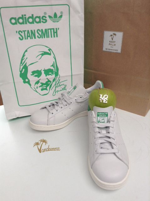 Mr+Mrs Smith=LOVE we love it that Stan Smith is back and in the spirit of the upcoming st valentine's we paired him with Mrs Smith aka granny smith and added a little #LOVE BLING with our signature V palms... Now who's green with envy?