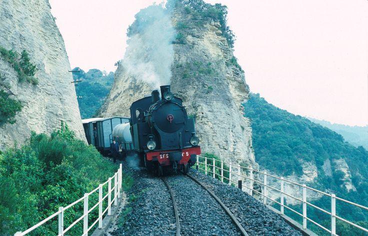 Tra le rotaie della Sassari Osilo  by Loybillyrock Si ringrazia l'amico della ferrovia